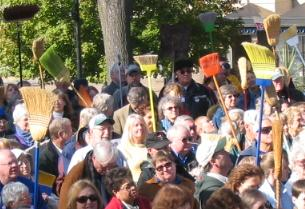 (October 27, 2005) Clean government advocates rally to sweep out the Capitol.
