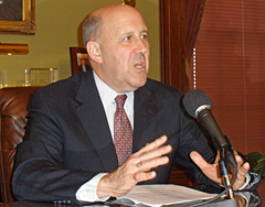 Governor Jim Doyle discusses federal stimulus package. (Photo: Jackie Johnson)