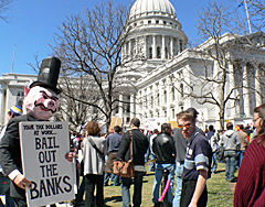 """Tea party"" at Wisconsin capitol (Photo: Jackie Johnson)"