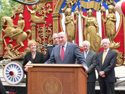 Governor Doyle talks about Great Circus Parade (Photo: Jackie Johnson)