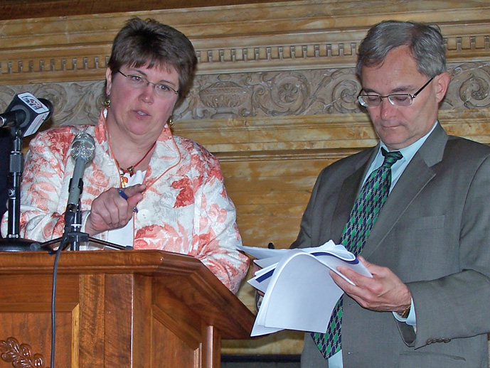 Senator Vinehout and Representative Barca (Photo: Jackie Johnson)