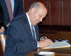 Gov. Doyle signs Impartial Justice bill