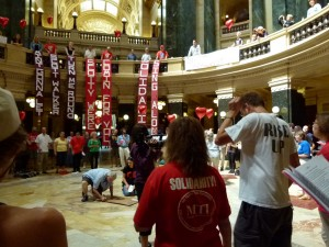 Solidarity singers in the Capitol rotunda (PHOTO: Jackie Johnson)