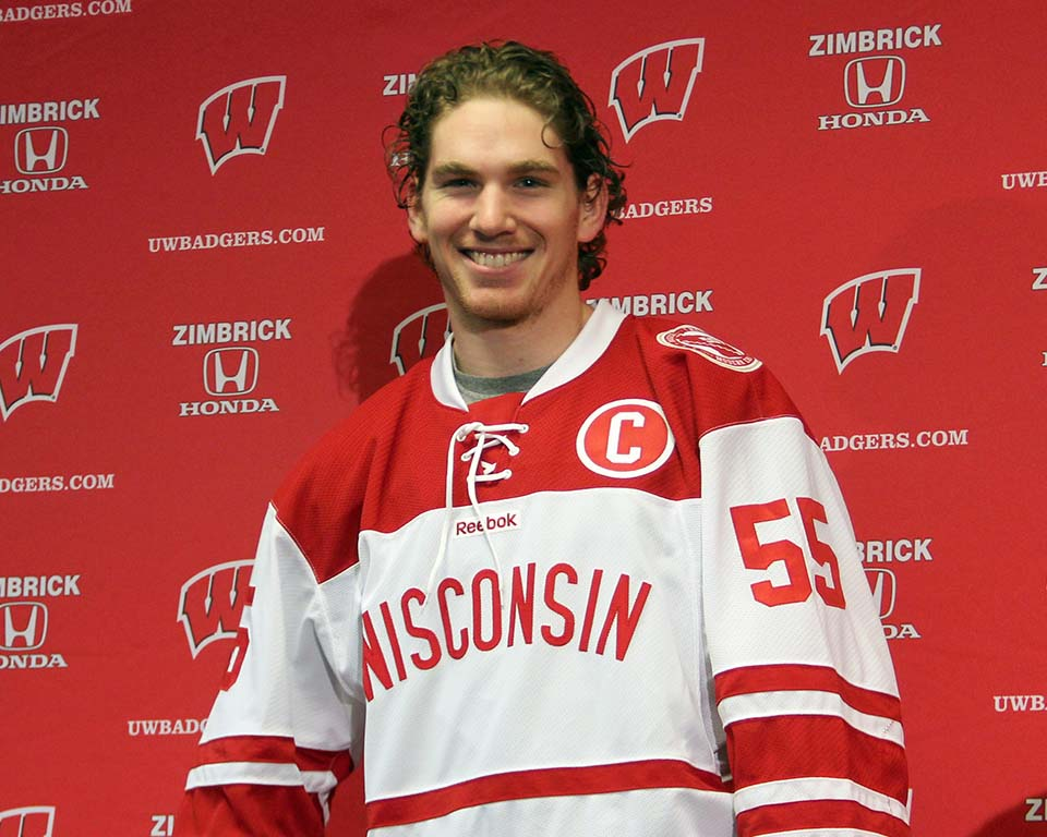 Badgers unveil Hockey City Classic jersey s - Wisconsin Radio Network 47bc4ef5a45