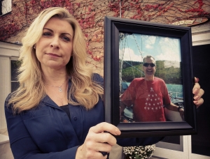Wendy Kreps Peterson holds a photo of her husband Keith Kreps, who died August 19, 2014 with his loved ones by his bedside.  (PHOTO: Jackie Johnson)