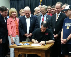 Gov. Scott Walker signs the Bucks financing deal. (Photo: Andrew Beckett)