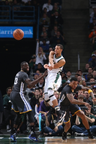 bucks fall to bulls mcw on his way to chicago wisconsin