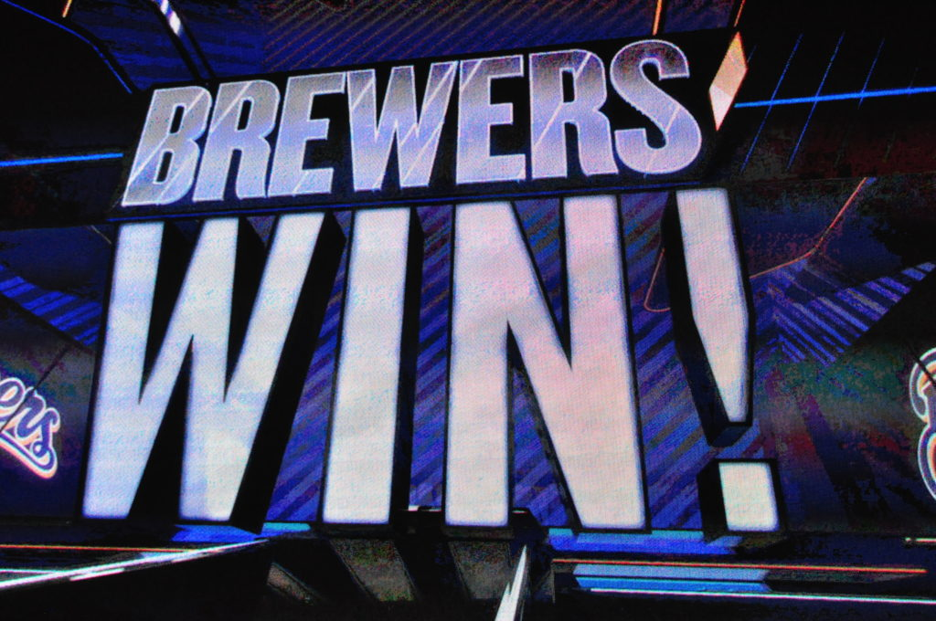 Nelson pitches complete game, Brewers top Padres in series final