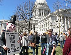 """Tea party"" at Wisconsin capitol (Photo: Jackie Johnson)"