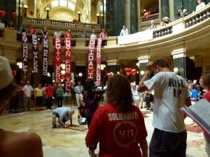 Solidarity singers in the Capitol rotunda (PHOTO: Jackie Johnson)