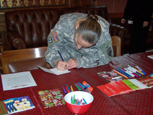 The Red Cross is once again collecting cards for soldiers (Photo: WRN)