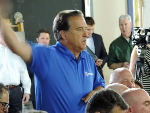 Former QB's coach Steve Mariucci makes a plea for Favre to return even sooner!