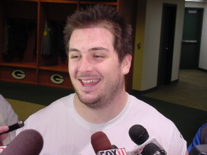 Corey Linsley takes over at center for the Packers.