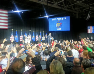 Gov. Scott Walker rallies with supporters. (Photo: Andrew Beckett)