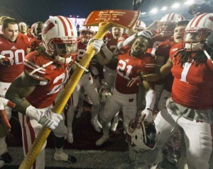 Badgers celebrate victory over the Gophers - UWBadgers.com