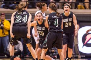 Green Bay celebrates upset win / Photo - Green Bay basketball