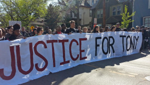 Demonstrators march for Tony Robinson (Photo: WRN)