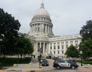 Capitol Police block access to the Capitol during a bomb threat. (Photo: WRN)