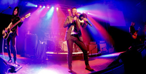 "Scott Weiland performs with his band, ""The Wildabouts"""