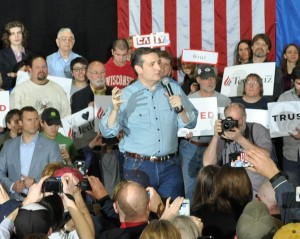 Ted Cruz campaigns in Rothschild (Photo: WSAU)